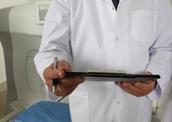 диагностицира феохромоцитом